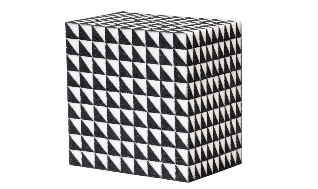 Würfel, 2019, Zucker, Acryl, Lack, 14,5 x 14,5 x 10 cm