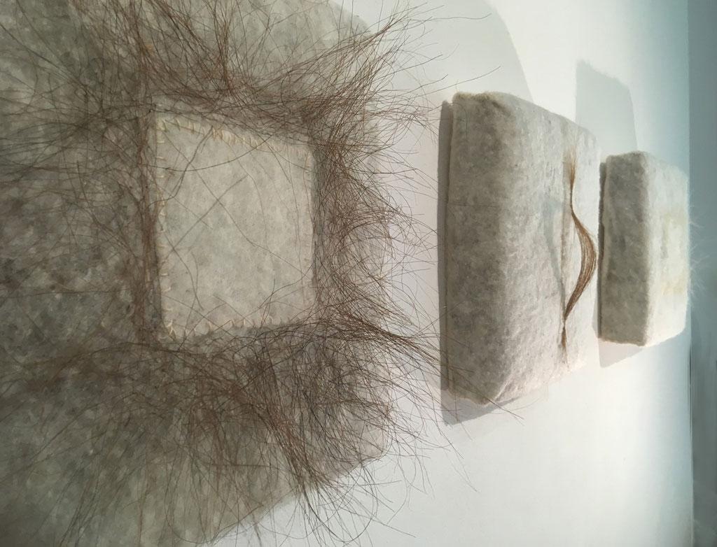 Serie ohne Titel, 2019, 33x33 cm, Rosshaar / Schafwolle auf Matratze, Näharbeit