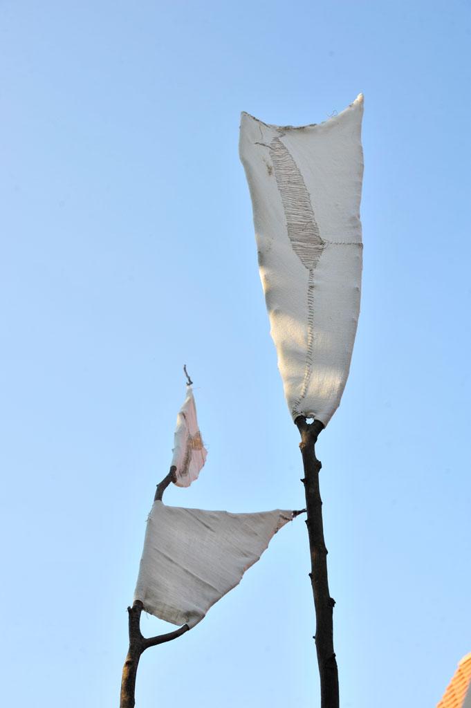 Windfänger, 2018, Leinen auf Haselstecken, Näharbeit