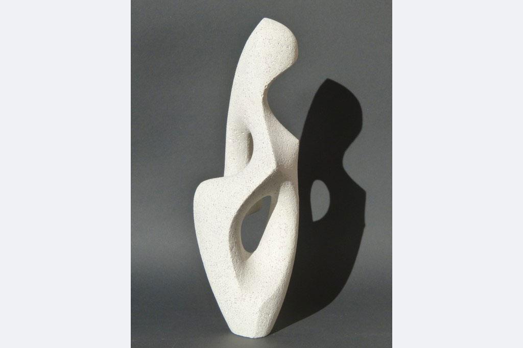 """Wiebke Bader, """"Stehende Figur"""", Beton, 2020, 21 x 11 x 9 cm"""