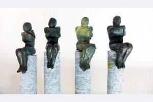 """Andrea Tiebel-Quast, """"gebunden"""" Bronze auf Granit, 2020"""
