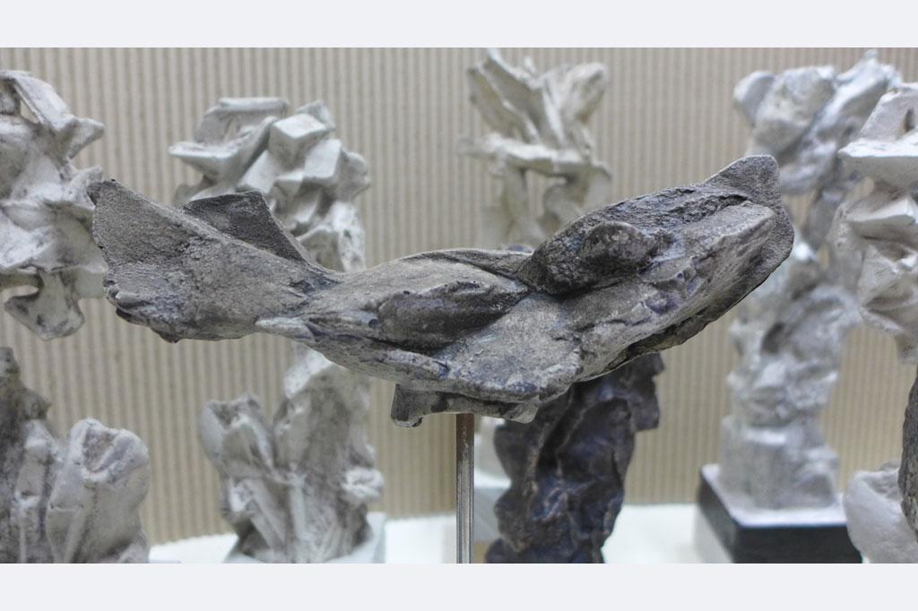 """Andrea Tiebel-Quast, aus der Werkreihe """"Spreewald_Ensemble"""" 2020 Skulptur, Beton, Holzuntergrund, Eiche und Buche Unikate"""