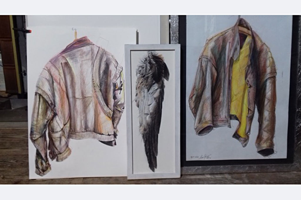 """Hansjörg Eder, """"Berblingers Kittel 6 + 5"""", Holzfarben, Marker, je DIN A 2, März 2020, dazwischen: """"Milanflügel"""", Pastell auf Leinwand, 50x20"""