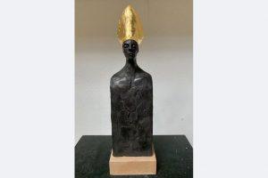 Andrea Freudenreich, Goldhut III, 32 cm, Ton gebrannt, Blattgold, 420 €, 07357-1794 oder info(at)andrea-freudenreich.de