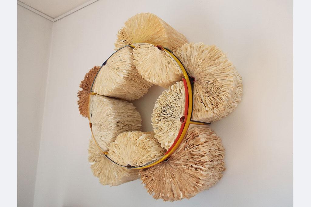 """Amanda Knapp, """"Blühende Fantasien"""", 70 x 25 cm, Bücher, Holz, Acryl"""