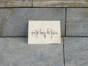Kolportage, 2011, abgelegte Sandsteine mit Schriftzeichen