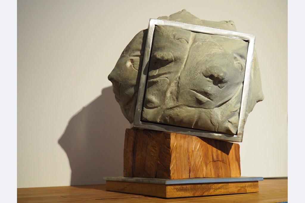 """Walter Rockenbauch, """"wir dürfen nicht hinaus-und- drängend nach allen Seiten"""", stahl- holz- kunstbetonguss, 34x34 höhe 30, der würfel oben ist drehbar, preis auf nachfrage"""